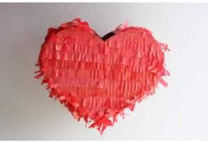Пиньята красное сердце