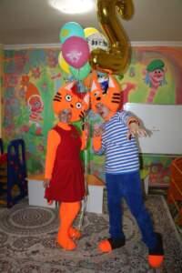 three cats almaty (2)